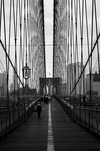 Scenic Stroll Across The Brooklyn Bridge With Great Architecture To Entertain.
