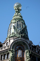 The Highly Decorated Roof Of The Singer Building Mimics Ancient Greek And Roman Architecture